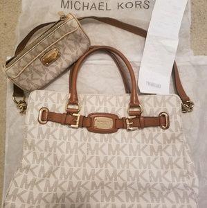 WOW! MUST SEE- MICHAEL KORS LARGE HANDBAG FREE BAG